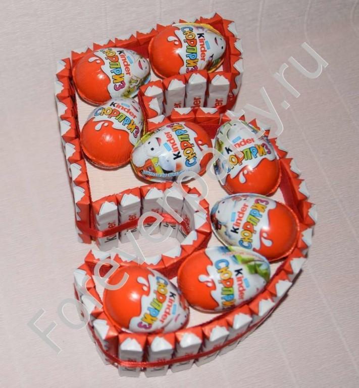 Подарок из киндеров торт