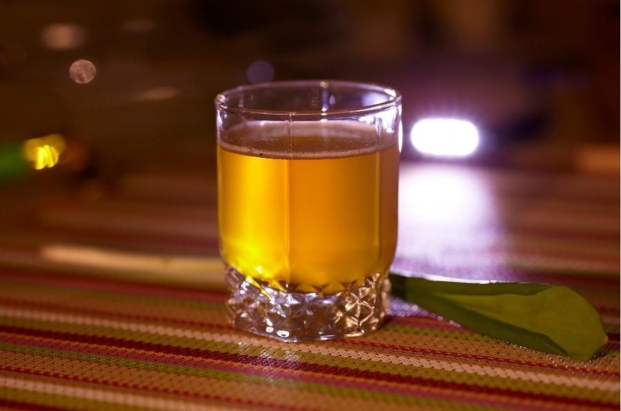 Если вы предпочитаете крепкие горячительные напитки, то вам, как нельзя лучше, подойдёт этот рецепт приготовления напитка.