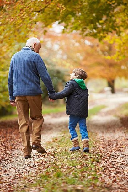 Дед и бабушка пошли утишать свою внучку в рассказах