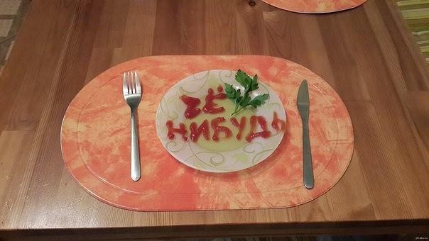 Хоть и состоит салат из достаточно обычных продуктов, но всё же получается очень изысканным.