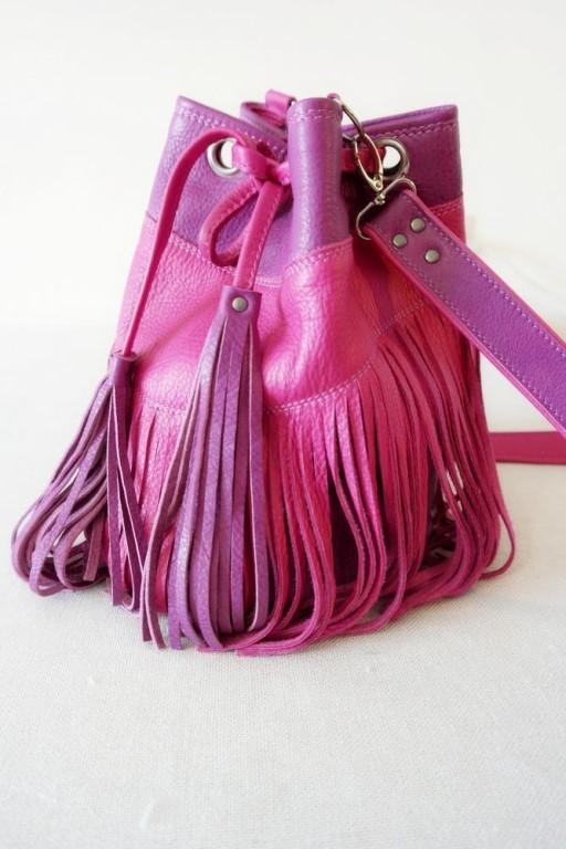 607e5b362835 Шьем кожаную сумку-торбу с бахромой.