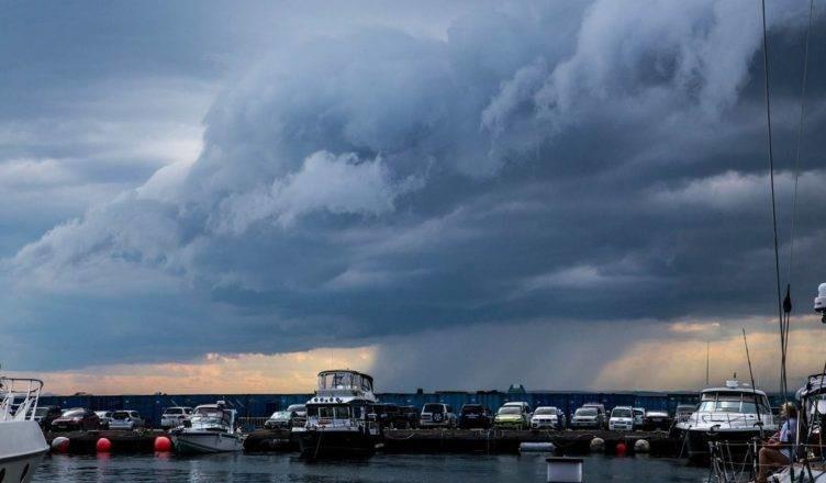 Штормовое предупреждение объявлено в Приморье из-за надвигающихся ливней
