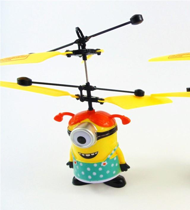 Летающий Миньон - забавный и веселый персонаж парящий в воздухе!