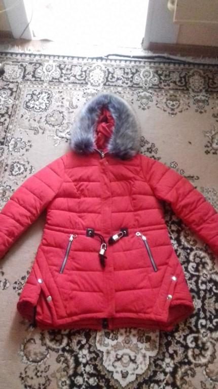 Продам зимнюю куртку красного цвета,размер 50-52.