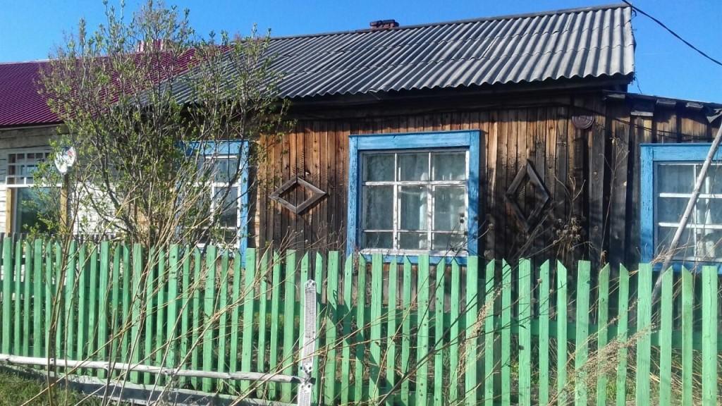 продам квартиру 3 х комнатную ,50 кв м, есть баня, 250 т.р в Первомайском районе 89528951348