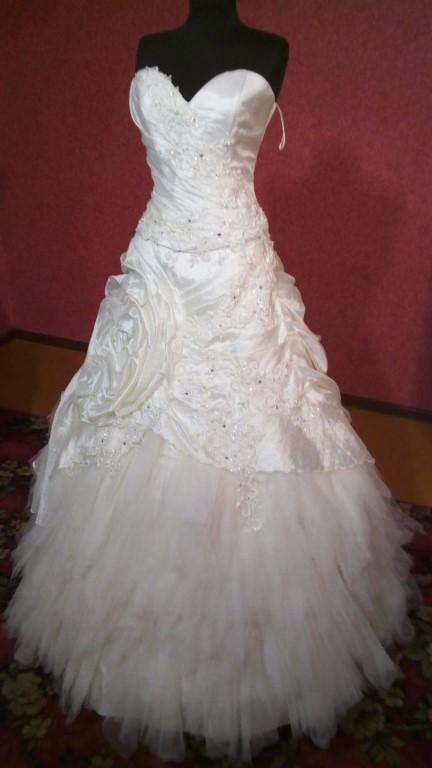 Свадебные платья по низким ценам от 2000 руб.(распродажа закрывшегося салона в г.Курганинске).Доставка почтой по России (стоимость+ доставка ).