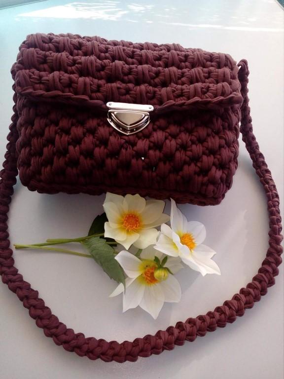 Изготовлю на заказ любую модель понравившейся вам сумочки из трикотажной пряжи.