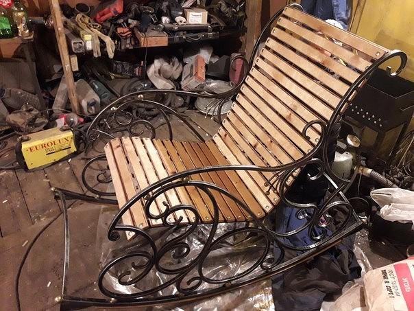 Компания Ковка изготавливает изделия художественной ковки: Кованная мебель, заборы, ритуальные изделия, изделия по эскизам заказчика.