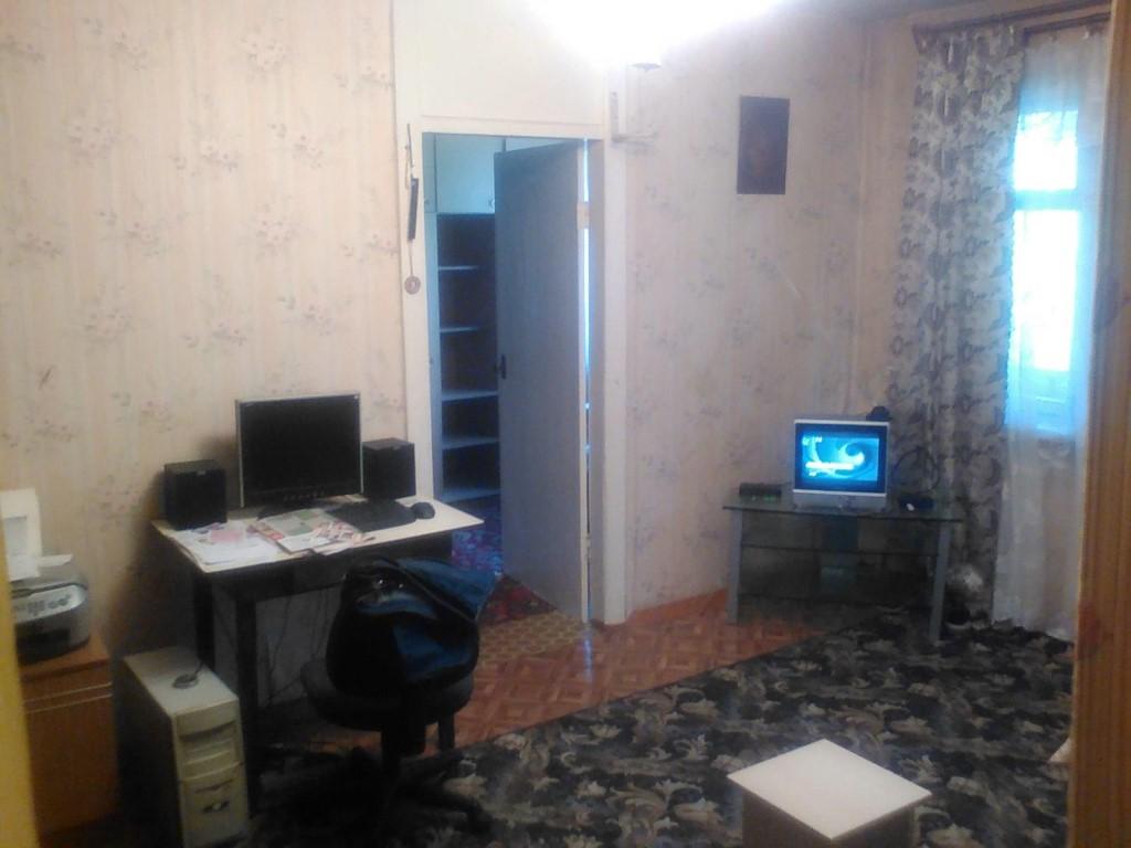 сдам 2х комнатную квартиру в октябрьском районе на иркутский тракт 138 хорошее состояние полностью есть мебель и техника цена 12тр+с.в.