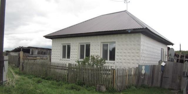 Продам дом 3 комнаты, кухня, коридор 64 кв м пластиковые окна, хороший ремонт, баня, гараж 380 т.р зырянский район 89528951348