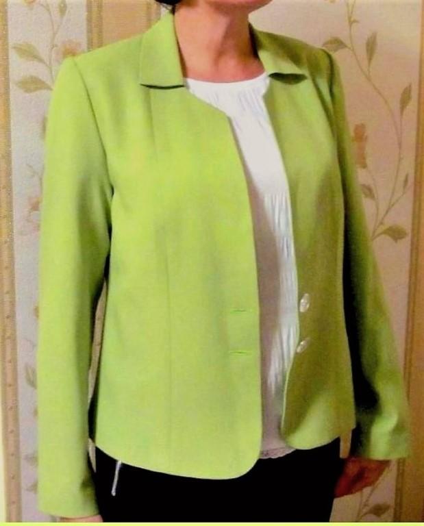 Продам НОВЫЙ стильный жакет из костюмной ткани лаконичного дизайна.