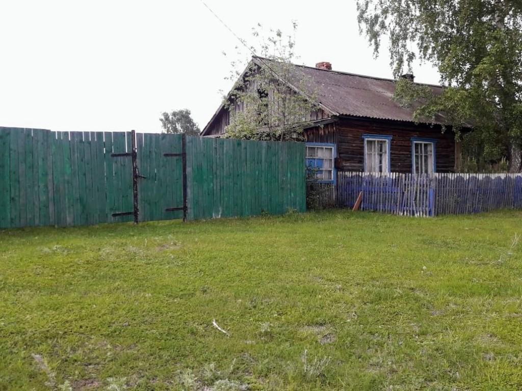 Продам квартиру 3 комнаты, кухня, 45 кв м, 15 соток земли, 230 т.р район первомайский 89528951348